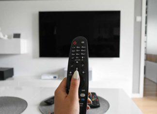 Uchwyty do telewizora - jak wybrać ten odpowiedni? Praktyczne rady
